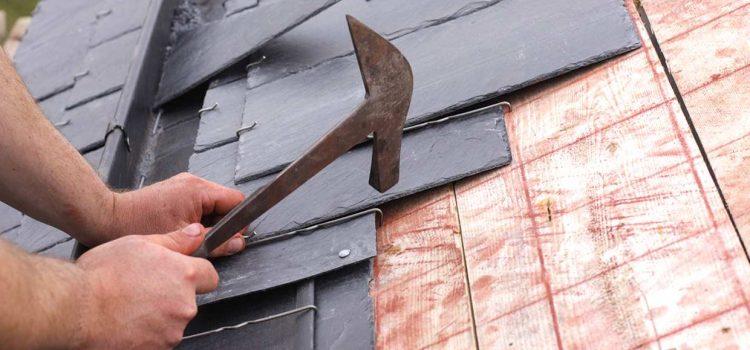 Quel est l'intérêt d'utiliser de l'ardoise pour réaliser les toits des maisons bretonnes ?