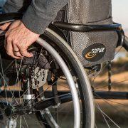 Comment aider les personnes handicapées ?
