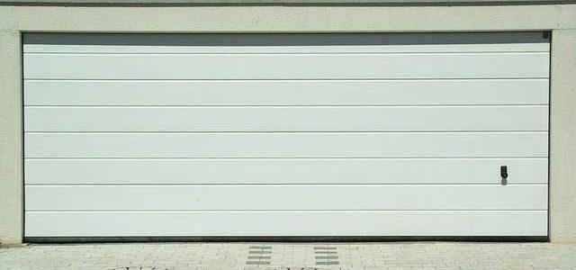 Comment lubrifier une porte de garage sectionnelle ?