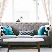 Comment disposer ses meubles dans un salon en longueur ?