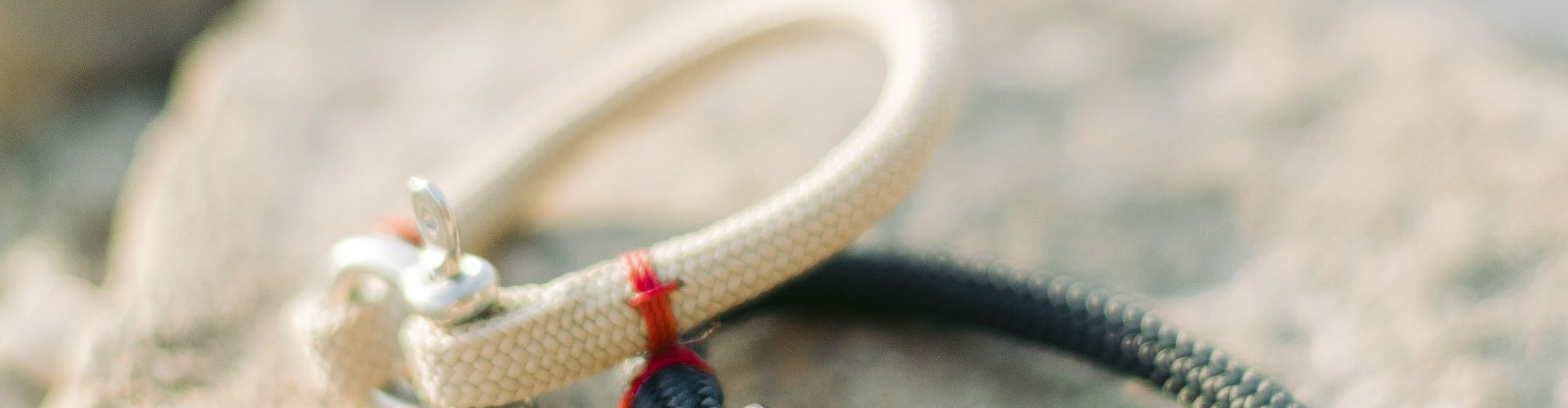 Quels sont les services offerts par une société productrice de bracelets nautiques ?